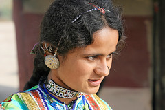 Inde - Gujarat -  (jmboyer) Tags: voyage travel portrait people woman india tourism girl beauty face lady female rural portraits canon photography yahoo asia flickr village faces photos retrato indian femme traditional picture culture tribal jewellery viajes lonely asie lonelyplanet tribe monde ethnic minority tribo islamic gettyimages gujarat vis