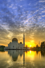 Sunny Day (mozakim) Tags: morning cloud sun lake sunshine sunrise landscape daylight scenery sunny mosque dri hdr masjid zaki pemandangan tasik lanskap mozakim