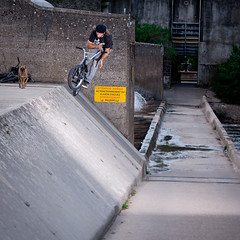 Nico Cambon - STOLEN (simon|cassol) Tags: street roof dog bus bike canon check bmx ditch co driver vans stolen welcome nico dickies quantum frends unleaded barspin cambon