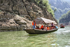 "tra le ""gole"" (kasparel) Tags: china canon eos reflex barca estate yangtze cina battello changjiang gola  gole imbarcazione  450d fiumeazzurro gasparegreco"
