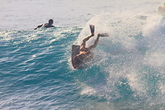 spinning (bluewavechris) Tags: ocean sea sun water fun hawaii surf ride action spin wave maui thebay swell fins bodyboard honoluabay honolua bodyboarder