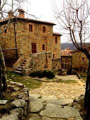 Sogna (angelicchiatrullall ()) Tags: casa europa italia toscana inverno borgo arezzo paese bucine sogna viuzzo
