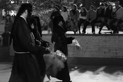 Santo Entierro. Dolorosa. (danizamo) Tags: bw espaa byn blancoynegro canon noche zaragoza plazadelpilar pblico nocturnas viernessanto semanasanta dolorosa procesin incienso 500d aragn 2011 cofrades cofradias santoentierro fotografiacofrade incensarios