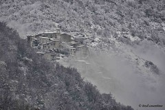 Lugnano nella neve.. (itzel1984) Tags: alberi nuvole grigio neve nebbia montagna bianco freddo paesaggio mattina terminillo rieti nevicare lugnano nikond700