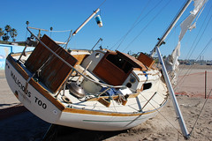 Wrecked Boats on Dockwieler Beach (Steve Tracy Photos) Tags: california usa losangeles playadelrey dockweilerbeach beachedboats abandonedboats boatwrecks beachphotography californiaphotography losangelesphotographer losangelesbeaches distressedboats