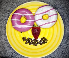 D'oh!!!!! (thescourse) Tags: coffee canon strawberry bakery donuts morango caff cibo doh ringflash fragola fresa ciambelle ef2470f28 canoniani canonitalia canoneos5dmkii eos5dmkii