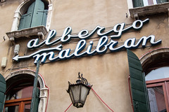 albergo (typetrash) Tags: venice window sign wall handwriting typography type arrow 3dletter typetrash