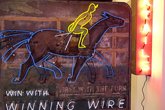 WInning Wire 02410 (Omar Omar) Tags: california lighting ca horses usa america lights neon glendale mona muse electricity horseracing museo electricidad cocktails betting carreras lumieres bets californie hipodromo usofa elektro museumofneonart glendaleca glendalecalifornia focos electricit bombillas cocteles notlosangeles muzeo juegosdeazar winningwire artedeneon artesdeneon