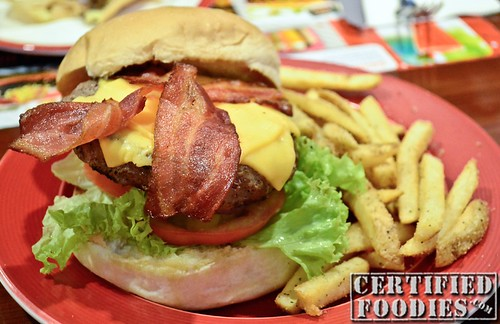 T.G.I. Friday's Bacon Cheeseburger - CertifiedFoodies.com
