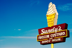 Sandy's Sign (Viajante) Tags: sky sign austin us neon texas unitedstates icecreamcone