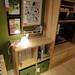 天然木の木目が美しいイケアの収納とテレビ台の写真