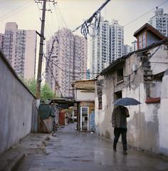 Rainy days ((stephenleopold)) Tags: shanghai pluie oldtown chine parapluie kiev88cm virela10 gardela9 kodaknewportra400