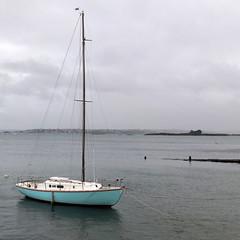 Voilier bleu (Jean Christophe Rollet) Tags: sea mer brittany pierre bretagne mole bateau jete finistre sailingboat stpoldelon baiedemorlaix