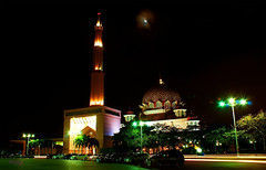 Putra Mosque, Putrajaya @ 12a.m (Haryth Hayqal) Tags: light building colorful long niceshot slow mosque filter nd shutter putrajaya putra mygearandme