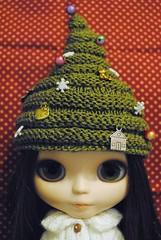 17/31: Agnie in a Xmas tree hat