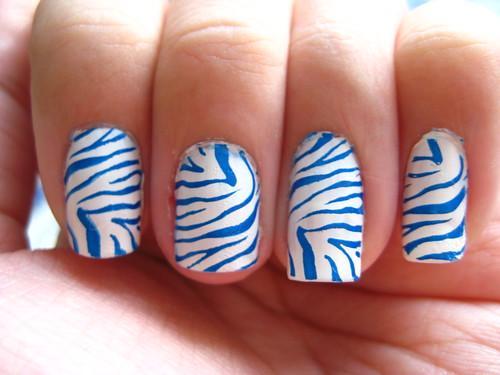 Tiger-striped nails