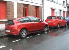 Citroen C4 et KIA Venga EcoDynamics  rouges (gueguette80 ... non voyant pour une dure indte) Tags: red cars citroen autos kia et c4 venga paire rouges redcars kores franaises coreenne ecodynamics