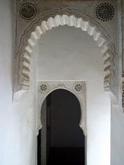 Orient light (JPG76) Tags: islam arc maroc marocco marrakech maghreb palais palazzo harem pacha arche plâtre musulman chaux arabesques tadelakt ciselure artisanatmarocain