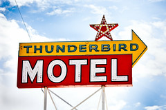 Thunderbird Motel (Thomas Hawk) Tags: california usa neon unitedstates unitedstatesofamerica motel bishop thunderbirdmotel inyocounty