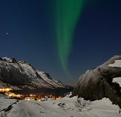 straight west (John A.Hemmingsen) Tags: sky night norge nordnorge northernlights auroraborealis troms troms nordlys ersfjordbotn nikkor1685dx nikond7000