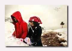 main salju || playing snow (?) xD