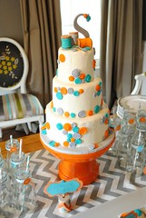 "cute as a button cake with edible buttons • <a style=""font-size:0.8em;"" href=""http://www.flickr.com/photos/60584691@N02/6715634937/"" target=""_blank"">View on Flickr</a>"