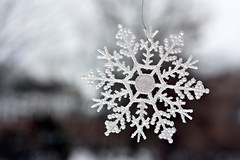 21/366 : 2012 (Kerrie Lynn Photography (Sugaree_GD)) Tags: snow flake ornament decoration bokeh outside outdoors 21366 2012 012112 365days project365 shuttersisters365 3652012 2012inphotos project36512012 apicaday sugareegd