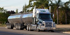 Hahns (quarterdeck888) Tags: nikon highway flickr transport trucks tankers haulage hahns quarterdeck bdouble jerilderietrucks cattucks