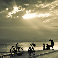 Family Sunset (Ed Kruger) Tags: ocean family blue sunset sea newzealand sky people blackandwhite bw sun seascape storm water clouds children landscape grey fishing waves child horizon father mother wave nz northisland southisland kiwi aotearoa gisborne allrightsreserved admiralty bycicle skyphoto newzealandphoto edkruger photoofocean photoofnewzealand photosofthesky