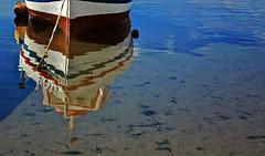 voglia di ... trasparenza & riflessione ! (antonioprincipato) Tags: barca mare boa porto colori sicilia ragusa cima riflesso riflessione trasparenza buoyant scoglitti antonioprincipato