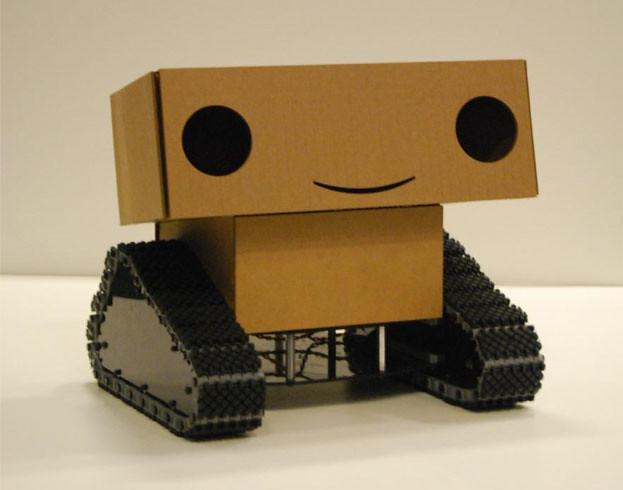 Boxie, el robot de cartón