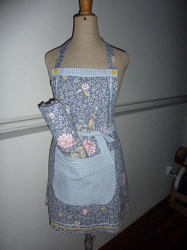 "apron & placemate • <a style=""font-size:0.8em;"" href=""http://www.flickr.com/photos/35733879@N02/6800649813/"" target=""_blank"">View on Flickr</a>"