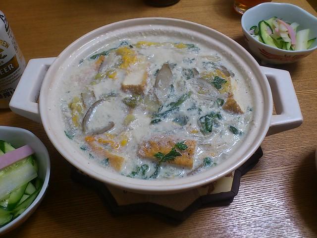 【今日の夕げ.豆乳ラー油鍋(男子ごはんより)】の写真