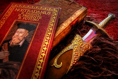 Nostradamus (Rickydavid) Tags: book sting libro books libri lotr hobbit bilbo spada nostradamus arma alchimia daga esoterism esoterismo wheapon pungolo centurie eoteric