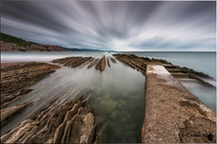 Itzurun (Caramad) Tags: longexposure light sunset sea seascape water marina landscape mar agua rocks playa puestadesol olas bizkaia rocas zumaia marcantbrico itzurunf