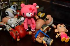 Street Fight - 18: Must Feed the Hunger Pangs! (WindUpDucks) Tags: bear toy toys gloomy kidrobot ryu streetfighter chunli goldlife