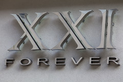 Forever 21 Logo (Mabry Campbell) Tags: fashion sign logo photography texas symbol 21 houston storefront forever brand xxi forever21 2011 womensfashion foreverxxi canoneod5dmarkii mabrycampbell