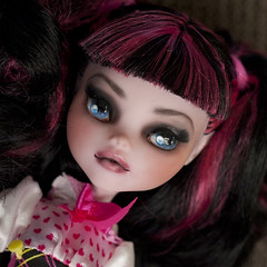 dolly draculaura closeup (Hiritai) Tags: monster high dolls custom mh mattel repaint repainted draculaura