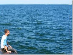 Pescando com os olhos (Digenes Arajo) Tags: trip blue sea water gua azul mar olhar europa europe estonia horizon balticsea baltic viagem pesca tallin histria horizonte | verdade bltico fato estnia marbltico acontecimento digenesarajo