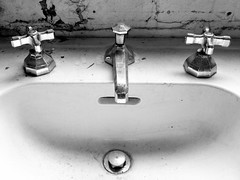 Sink (cgmethven) Tags: bw chicago hot cold blackwhite illinois gbrearview sink gapersblock iphone mundanedetails chicagoist cgmethven