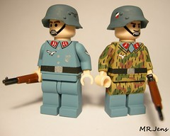 Luftwaffe Flak 36 crew WWII LEGO (MR. Jens) Tags: world two germany war paint pattern arty lego painted wwii camo german swamp ww2 artillery custom 18 36 42 flak smock luftwaffe sumpfmunster