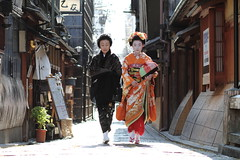 geisha / photography / maiko / canon 7d / walking / street /  /  (momoyama) Tags: street city travel winter portrait people urban orange woman black flower colour girl beautiful beauty face fashion japan canon hair walking real person photography japanese tokyo photo costume kyoto asia day image traditional formal culture makeup maiko geiko geisha 7d   kimono gion colourful 2012