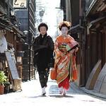 geisha / photography / maiko / canon 7d / walking / street / 日本 / 京都