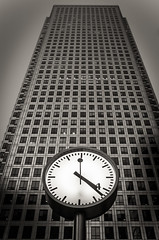 High Clock (Alexandre Moreau | Photography) Tags: building london clock vertical contrast buildings lowlight time perspective dramatic canarywharf nikonafsdx nikkor1685f3556gedvr nikond7000 alexandremoreau|photography