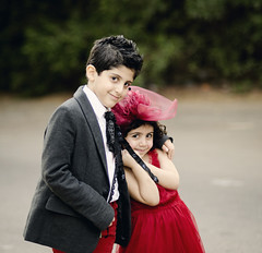 Nawaf & Aljazi (Ebtesam.) Tags: boy red sunlight girl hair kid nikon dress outdoor 85mm curly saudi jeddah nawaf aljazi ebtesam chikl nikond7000
