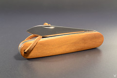 "Victorinox Solo ""ancient"" (custom scale division) Tags: wood old ancient scales kauri victorinox pocketknife"