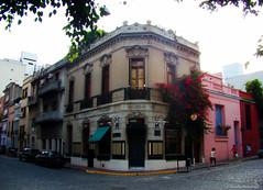 San Telmo, Buenos Aires, Argentina (Claudio.Ar) Tags: street people music color building topf25 argentina architecture corner buenosaires poetry dusk sony tango dsc santelmo h9 piazzola claudioar claudiomufarrege