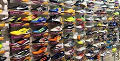 Tnis (FM Carvalho) Tags: brazil rio shop brasil riodejaneiro shopping shoe shoes sony cybershot sonycybershot norte brsil tnis norteshopping cachambi hx9v sonyhx9v