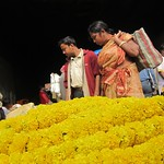 "Shoppers at Howrah Flower Market <a style=""margin-left:10px; font-size:0.8em;"" href=""http://www.flickr.com/photos/14315427@N00/6829252011/"" target=""_blank"">@flickr</a>"