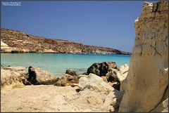 Angoli di Lampedusa (DiegoGuidone) Tags: pictures desktop light italy art beach colors canon landscape geotagged eos photo nice italia mare foto good blu cove picture sigma diego natura belle wallpapers fotografia azzurro colori spiaggia dei sicilia paesaggio cala conigli isola lampedusa scogliera sfondo sfondi tema photografy photocard 18250 550d guidone concordians tabaccara